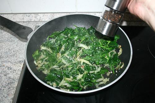16 - Spinat mit Salz & Pfeffer abschmecken / Taste spinach with salt & pepper