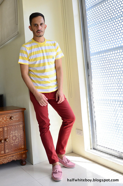 halfwhiteboy - striped uniqlo minions t-shirt and colored jeans 02