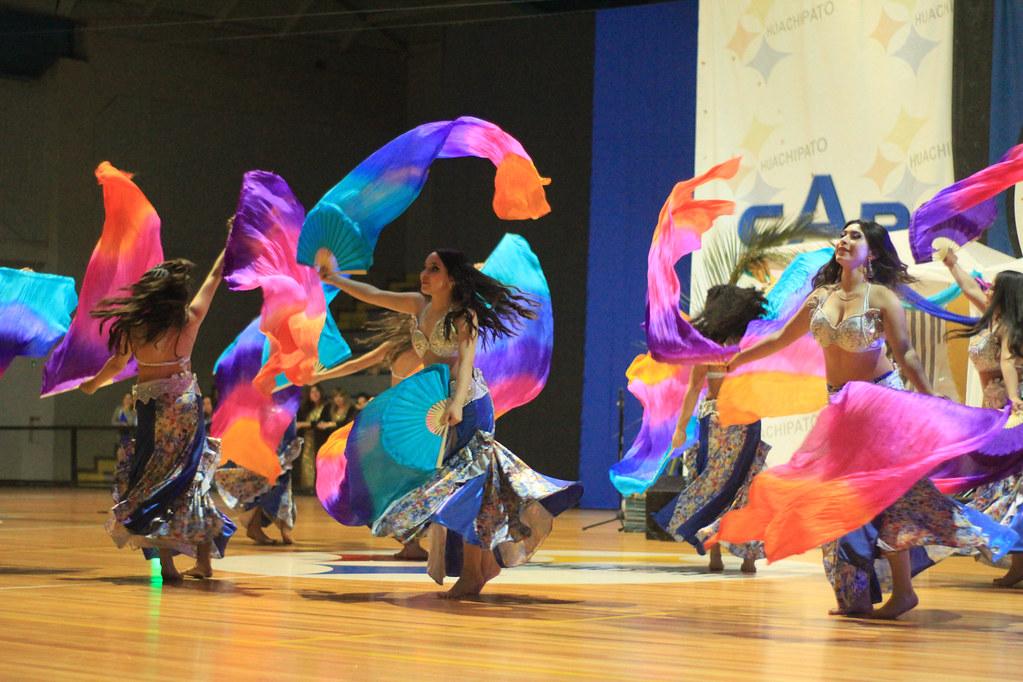 Socios acereros disfrutan de clases de Yoga y Danza Árabe