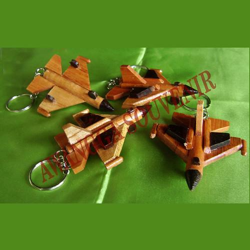 ganci miniatur pesawat