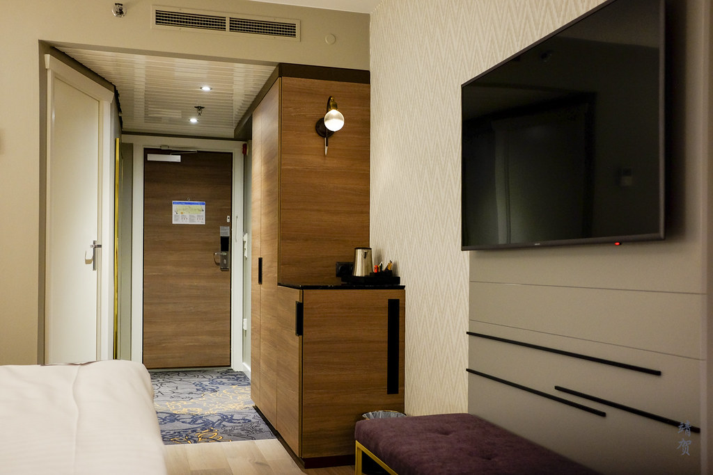 TV and minibar cabinet