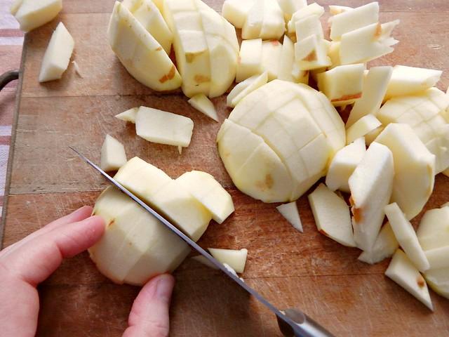 шарлотка-режу-яблоки