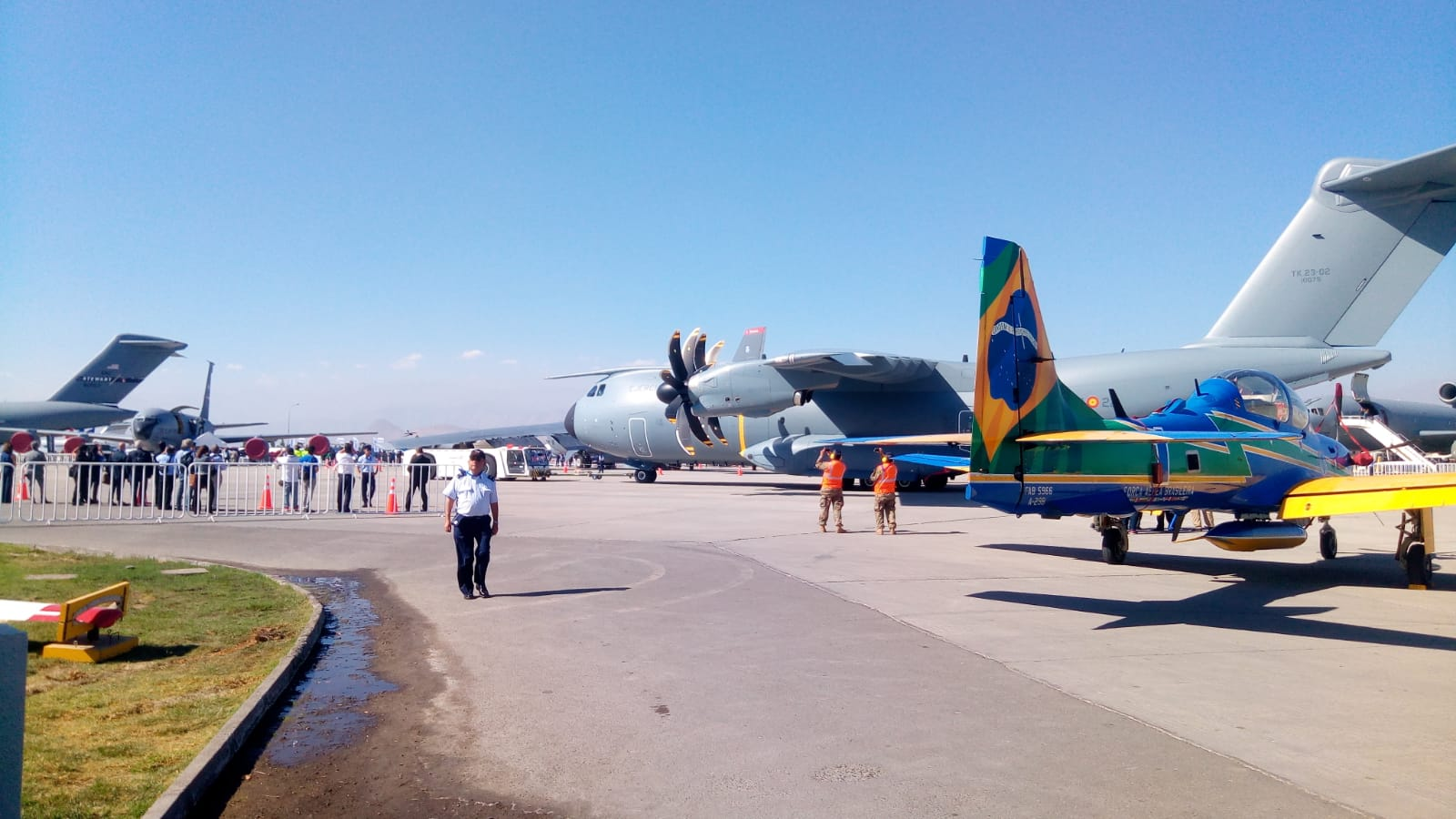 El A400m del Ala 31 estacionado en la plataforma del Aeropuerto Comodoro Arturo Merino Banítez