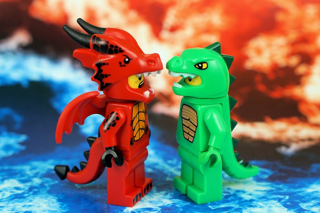 Clash of Dragons | Fire Dragon VS  Ice Dragon | Lesgo LEGO