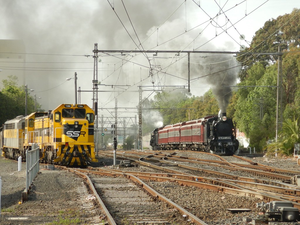 S317-T381-T386 look on as K153 & the restored tait set and A2 986 pass by 11/11/2017 by roreeves