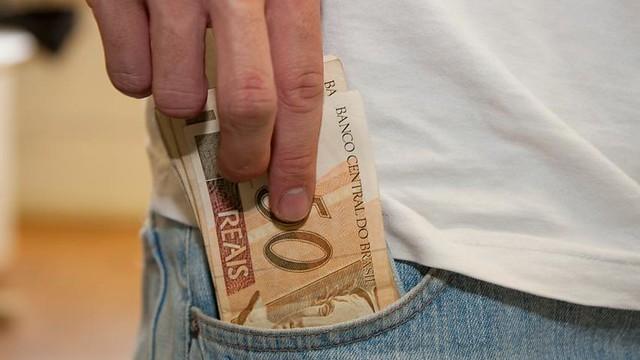 O Brasil tem cerca de 48 milhões de pessoas assalariadas ou que recebem um salário mínimo pelo INSS. - Créditos: Marcos Santos/Agência USP
