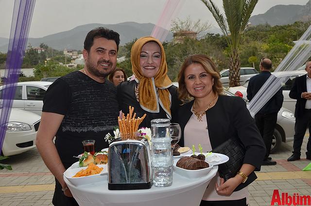 Mahmutlar Kuaför sahibi Soner Başkan, Rukiye Okşar, Azize Başkan