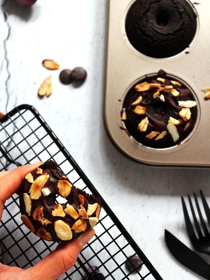全素雙層巧克力烤甜甜圈 vegan-baked-double-chocolate-doughnuts (12)