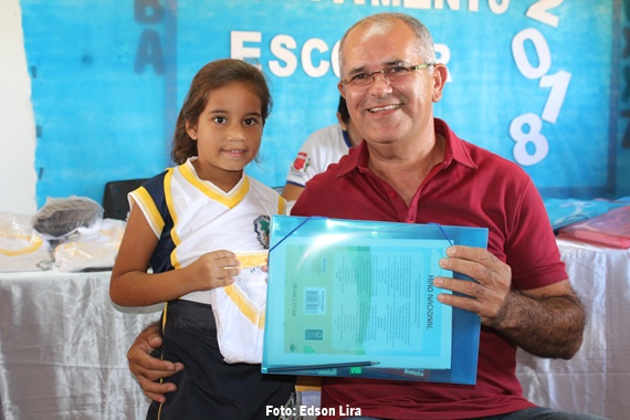 ENTREGA DO FARDAMENTO ESCOLAR