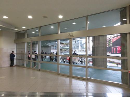 福島競馬場の3階パドックへの扉