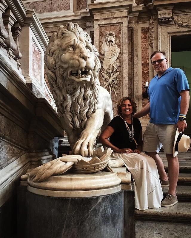 king-queen-lion-reggia-di-caserta-cr-ciutravel