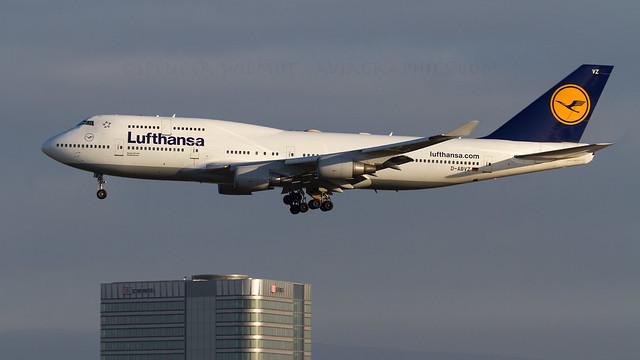 Lufthansa 747-400.