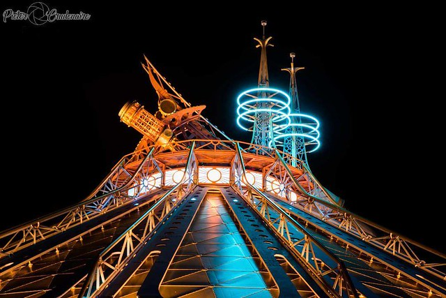Between the earth and the moon, lies the adventure! 🌞🌛🚀🌌☄️💥✨⚡️🌏  Space Mountain in Disneyland Paris, the greatest ride in the universe