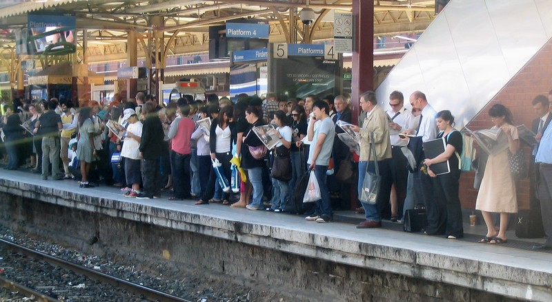 Crowded platform at Flinders Street, March 2007
