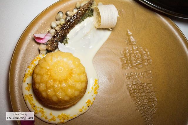 Cornbread with chamomile cream sauce