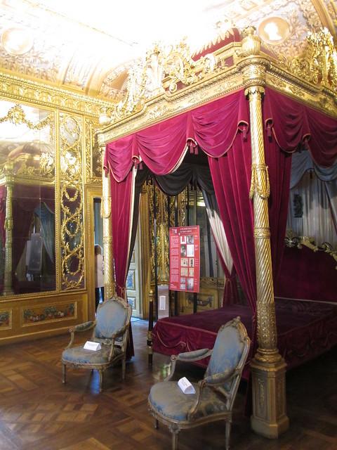 Turin: Palazzo Carignano; bedroom, Canon POWERSHOT A4000 IS