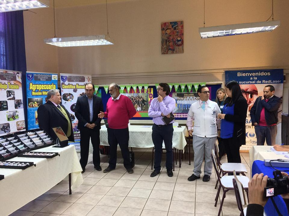 LINARES; Liceo Diego Portales es beneficiado con operativo oftalmológico para sus alumnos