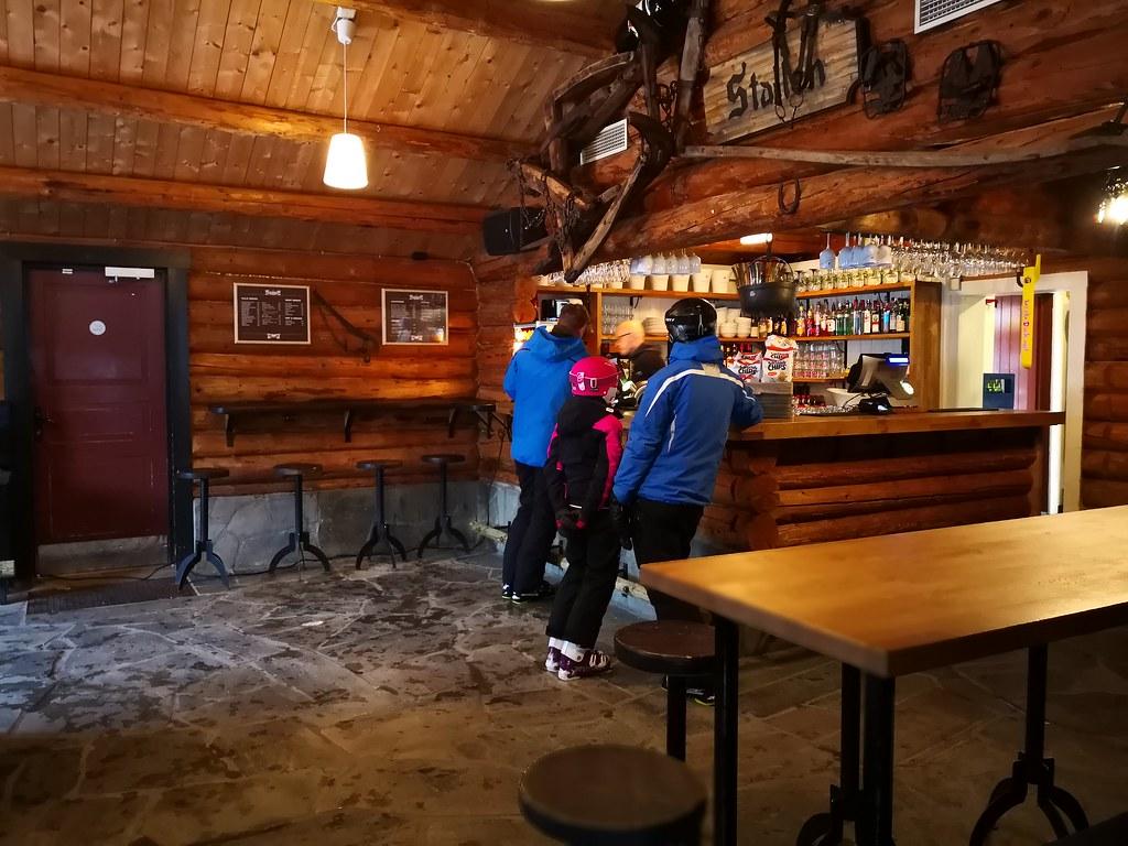 Stallen bar
