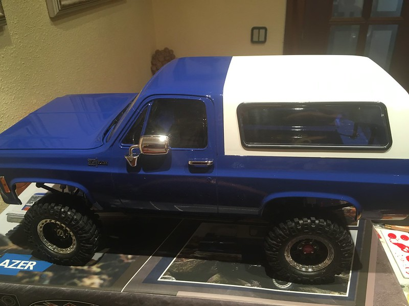 RC4WD trailfinder2 Hilux V8  40044072415_be4dfa79e7_c