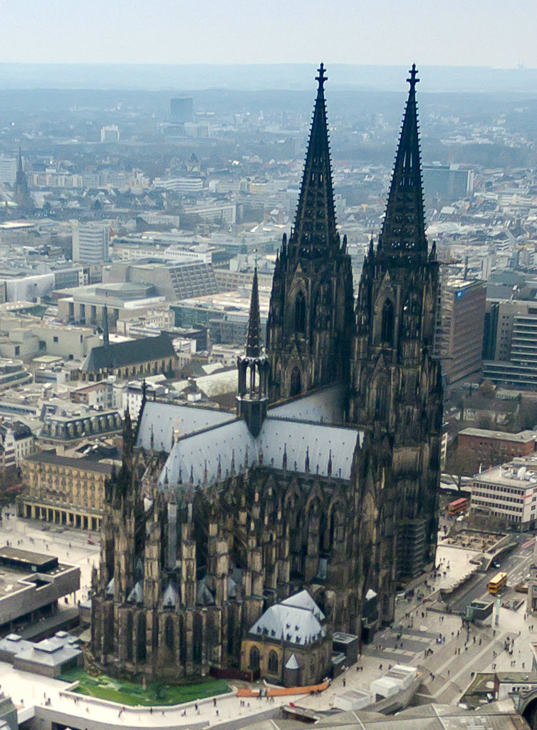 Cologne_cathedral_aerial_(25326253726)_(cropped)