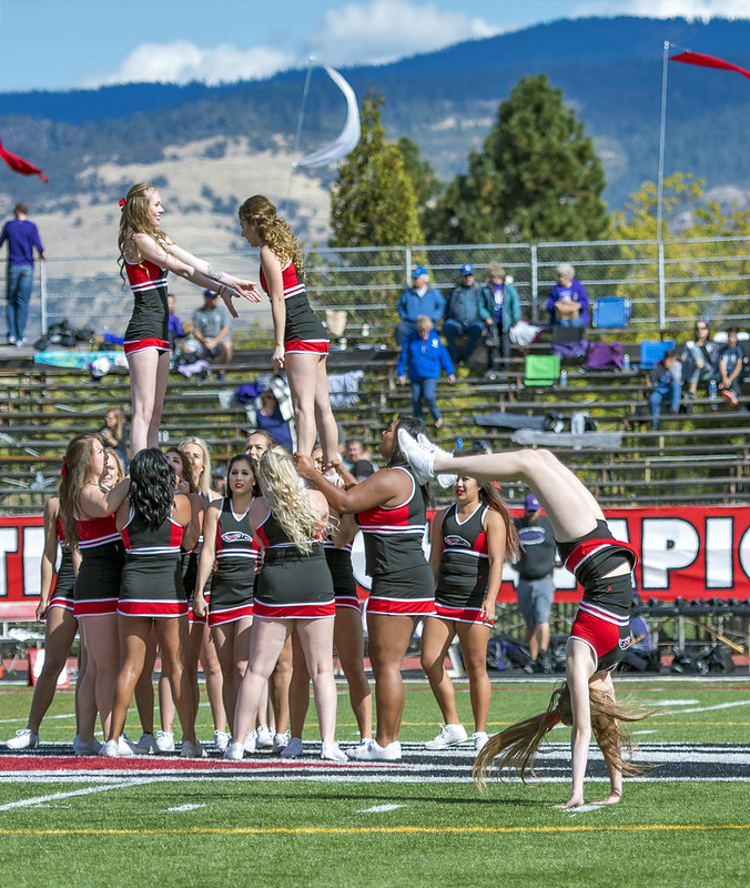 SOU cheerleaders