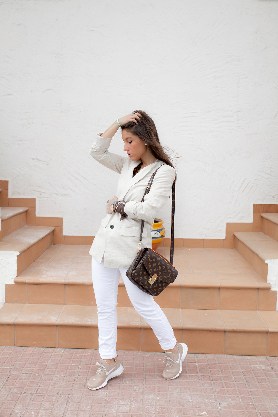 Nude and white. Perfect work outfit with presto fly Nike. theguestgirl street style barcelona