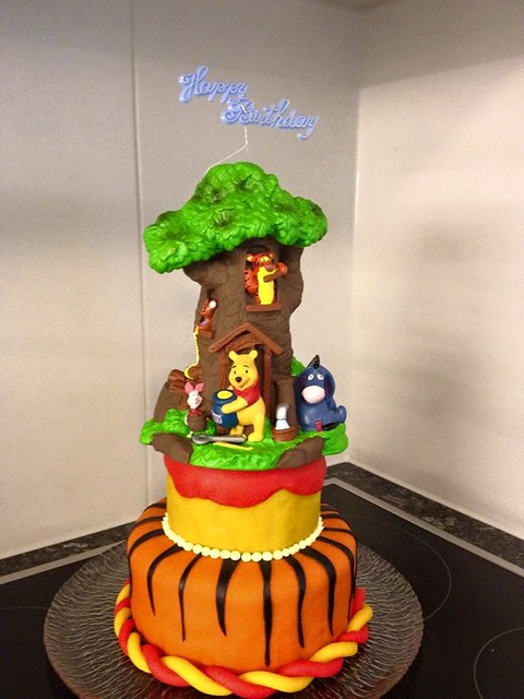 Cake by Leslie's Cake