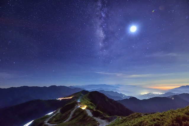 Galaxy and Moon , Mountain Hehuan 合歡山銀河