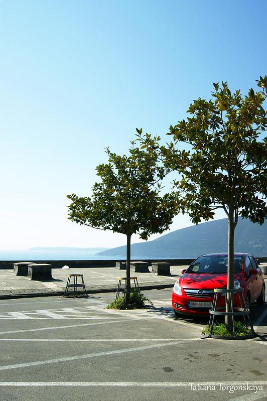 Автомобиль на стоянке