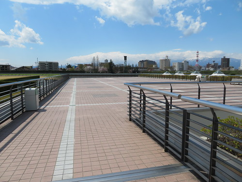 福島競馬場の内馬場投票所の屋上
