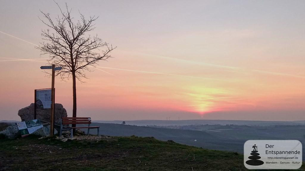 Selzstellung (Hiwweltour): Sonnenaufgang über dem Selztal