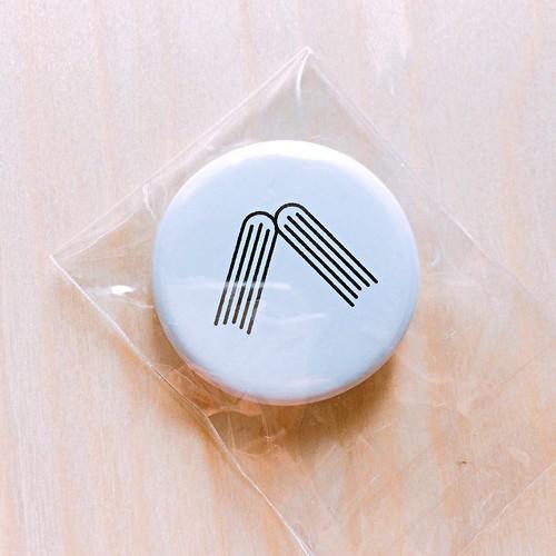 ロゴ缶バッジ ¥100