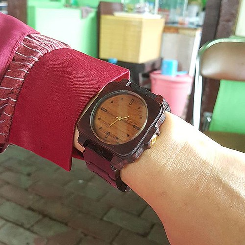 Jam tangan kayu seri March 15, 2018 at 01:13PM