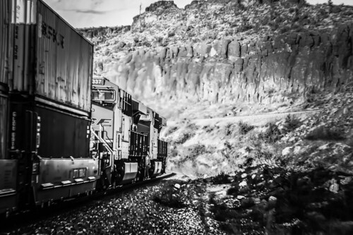 bnsf blackwhite bw kingmancanyon arizona dpus landscape locomotive cofc westbound rc helpers