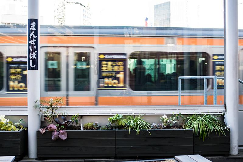 万世橋駅跡「2013プラットホーム」と中央線