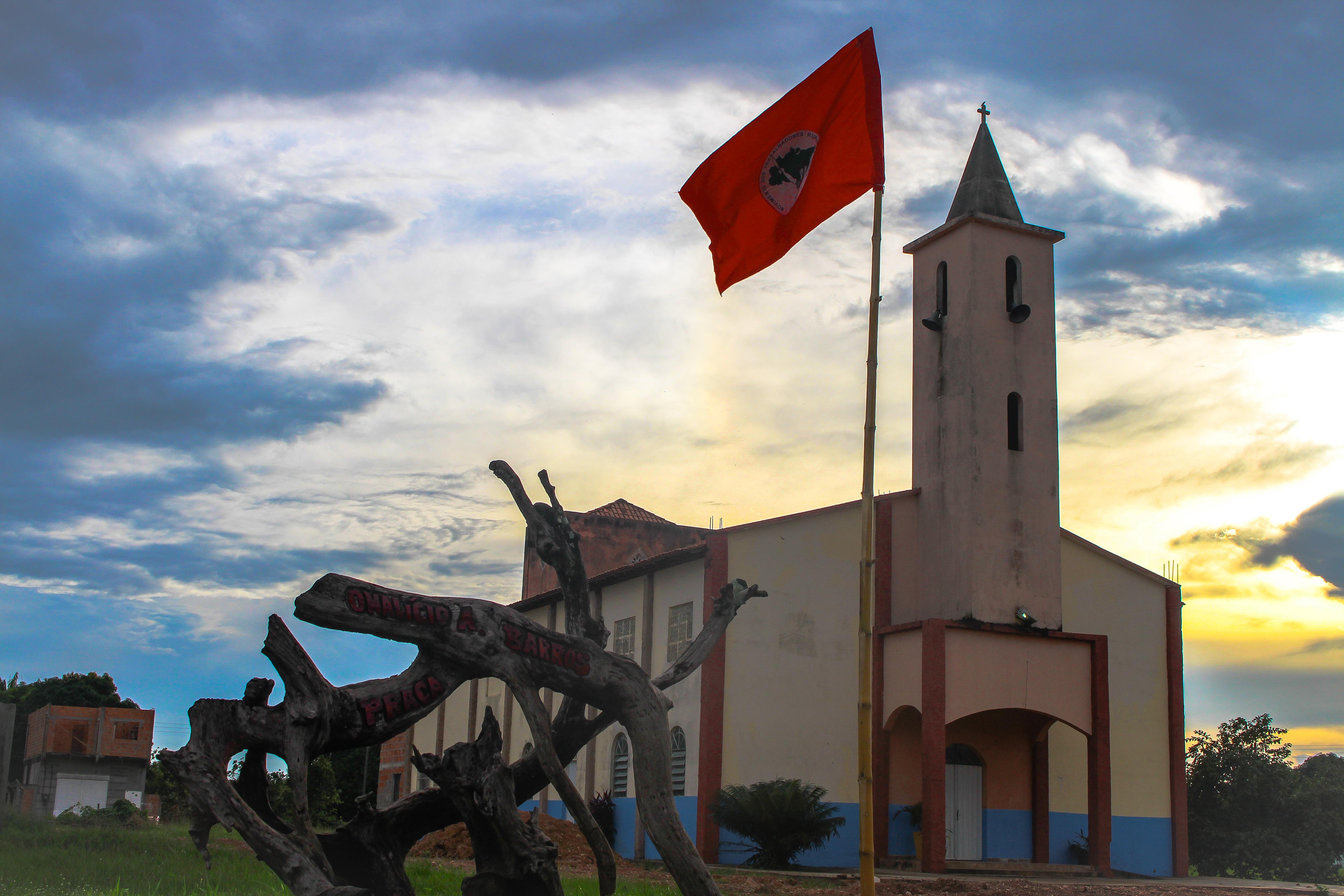 Praça Onalício Barros tem monumento em memória de Fusquinha, no Assentamento 1º de março, município de São João do Araguaia (PA).