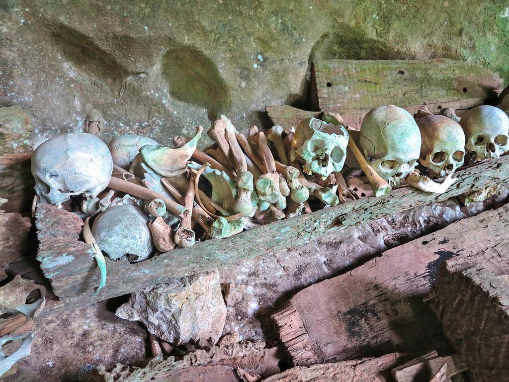 Restos humanos en Toraja