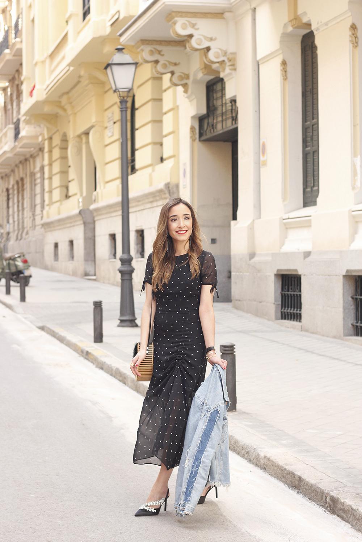 polka dot dress uterqüe jewel heels denim jacket outfit street style bamboo bag06