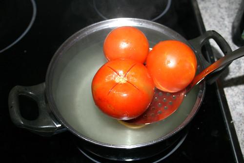 32 - Tomaten aus Wasser entnehmen / Remove tomato from water