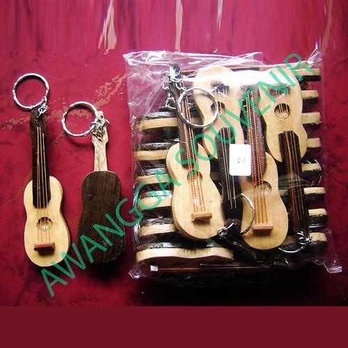 ganci gitar biola