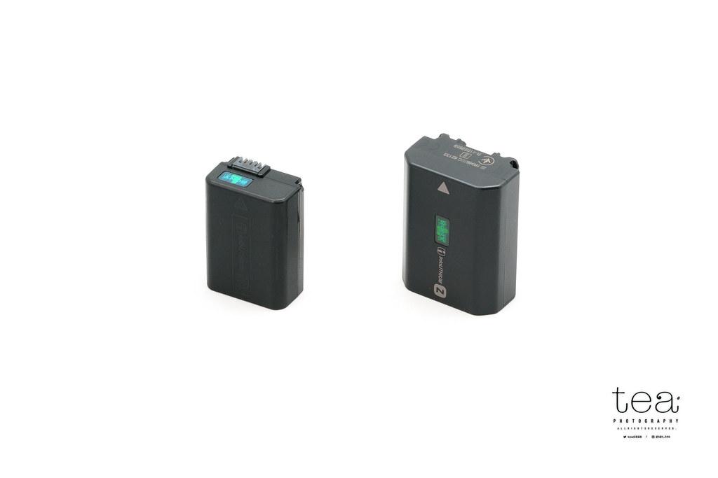 旧モデルのバッテリーNP-FW50(左)と新型バッテリーNP-FZ100(右)の比較。大きさが異なる