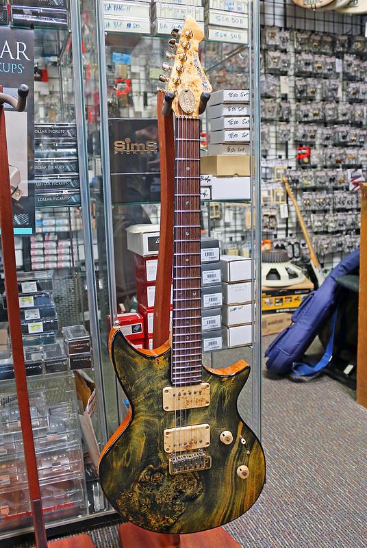 Universum Guitars  - z Marianna green