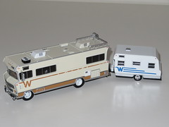 Greenlight - 1:64 1973 Winnebago Chieftain (Walking Dead)/1965 Winnebago Travel Trailer