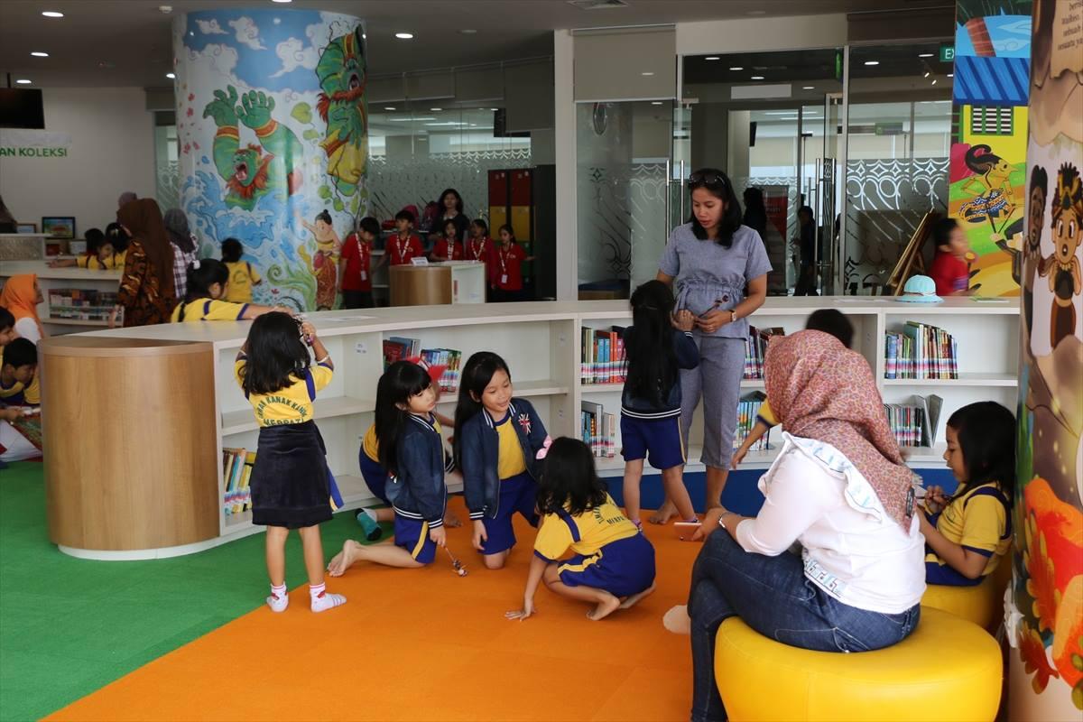 مكتبة 8