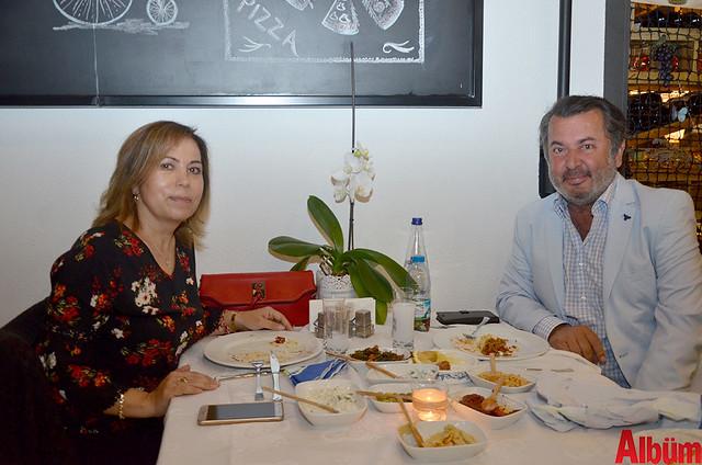 Nuran ÇAvuşoğlu ve Suat Çavuşoğlu, evliliklerinin 22. yıl dönümünü Mezza'da kutladı