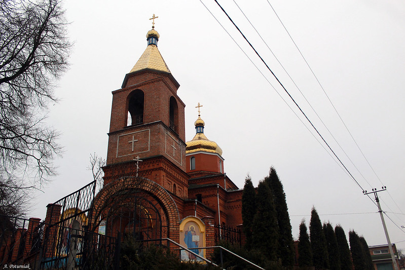 Свято-Покровська церква у мікрорайоні Лезневе