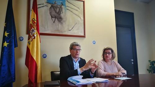Ricardo Tarno y Mª Carmen Espadas rueda de prensa presupuestos generales en el PP