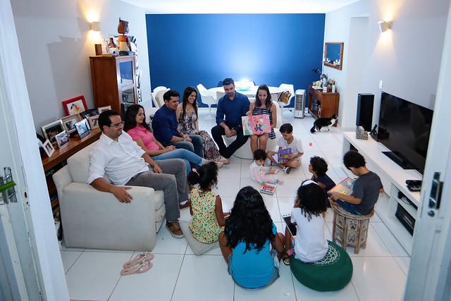 Famílias adotam grupo de irmãos