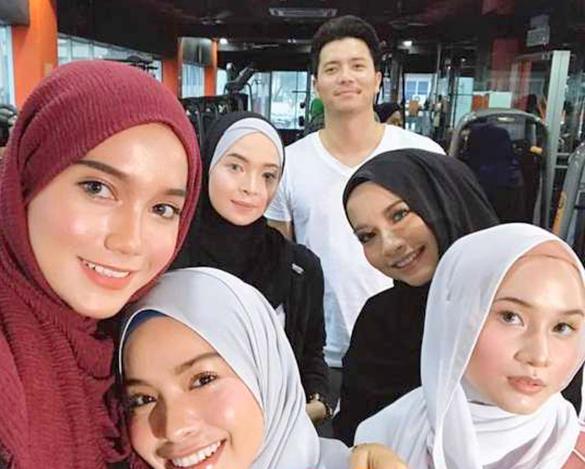 Bertuanhnya 5 Insta Femes Jadi Bintang Iklan Bersama Fattah Amin