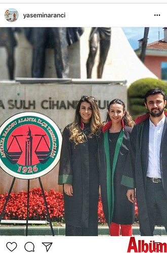 Avukat Yasemin Arancı, Avukatlar Günü'ne özel paylaştığı bu fotoğrafın altına 'Arancı kardeşler, tüm meslektaşlarımızın gününü kutlar' notunu ekledi.